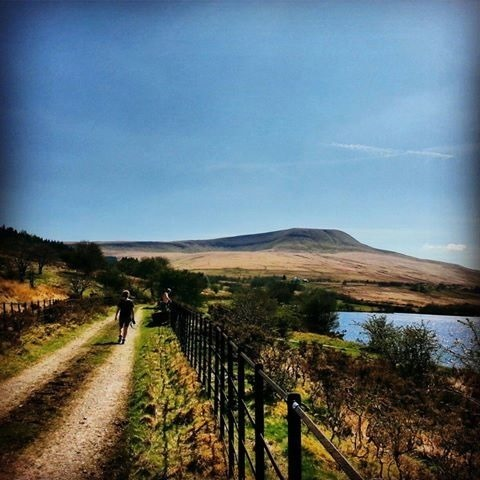 A walk from Happy Horse Cottages to Crai Resevoir